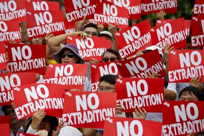 هونغ كونغ تشتعل بعد قرار حظر التظاهر بالأقنعة