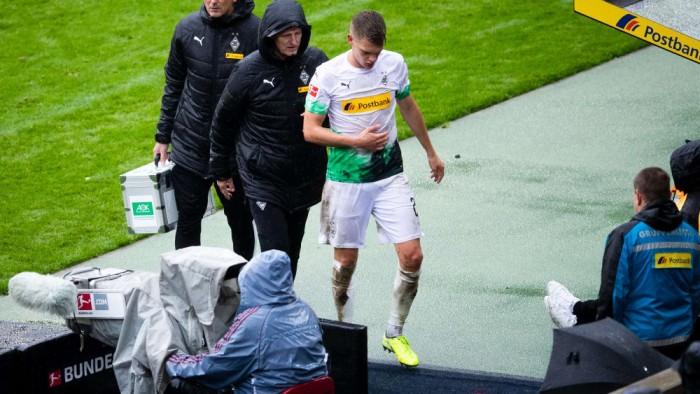 بوروسيا مونشنجلادباخ الألماني يفتقد جهود جينتر ولاينز بسبب الإصابة