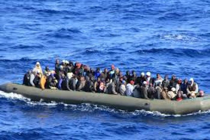 إيطاليا: ارتفاع حصيلة ضحايا غرق قارب مهاجرين إلى ١٣ قتيلا