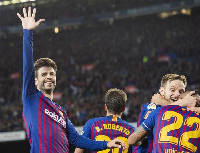مدافع برشلونة يسخر من ريال مدريد قبل لقاء الكلاسيكو