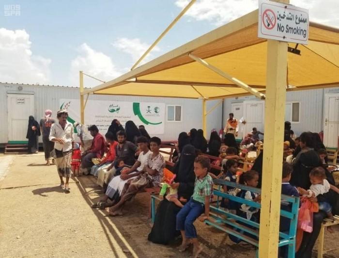 """بدعم سعودي..""""سلمان للإغاثة""""  يواصل تقديم خدماته العلاجية في الخوخة (صور)"""
