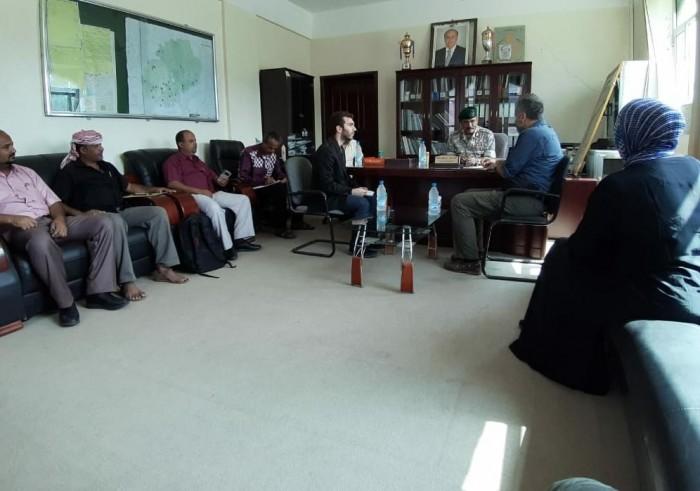 محافظ الضالع يبحث قضايا المختطفين مع رئيس بعثة الصليب الأحمر
