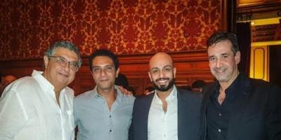 """""""في ليلة واحدة"""".. أحمد مراد ينشر صورته بصحبة أبطال أفلامه"""