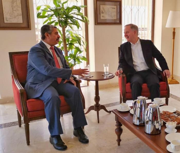 """تفاصيل لقاء """"بحاح"""" مع السفير الأمريكي لدى اليمن"""