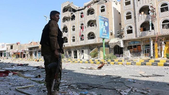 """الجريمة الحوثية الكاملة.. """"إغلاق قاتل"""" يطارد 900 منشأة طبية"""