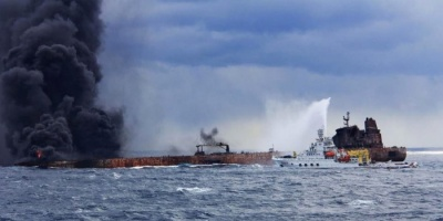 انفجار بناقلة إيرانية يسبب تسرباً نفطياً في البحر الأحمر