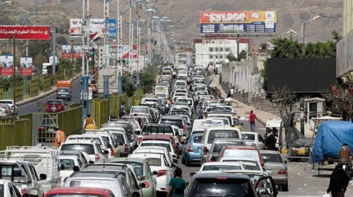 """سلاح النفط المفخخ.. """"أزمة مواصلات"""" تحاصر مناطق الحوثي"""