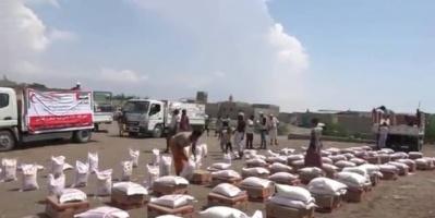 مساعدات غذائية من الإمارات للمحتاجين والنازحين بالساحل الغربي