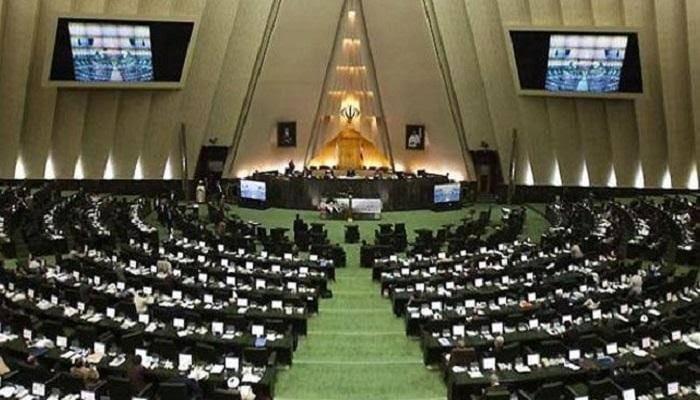 البرلمان الإيراني يسعى لإلغاء تعليم اللغة الإنجليزية بالمدارس