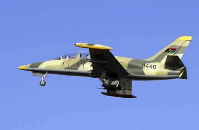 سلاح الجو الليبي يشن ضربات ضد المليشيات بمنطقة العزيزية