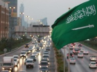 السعودية تمنح تأشيرات سياحية لحاملي تأشيرات أمريكية وبريطانية