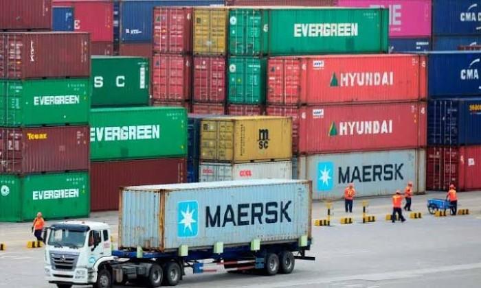 أمريكا تلوح بفرض رسوم جديدة على الواردات الصينية نهاية العام الجاري