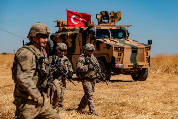 مقتل جندي تركي وإصابة 8 آخرين في هجوم لمقاتلين أكراد بمنبج السورية
