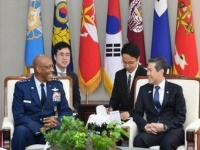 وزير الدفاع الكوري الجنوبي يجتمع مع قائد القوات الجوية الأمريكية