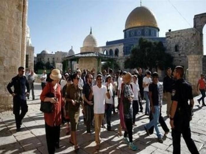 """مئات المستوطنين يقتحمون المسجد الأقصى في ثالث ايام """"عيد العرش"""" اليهودي"""