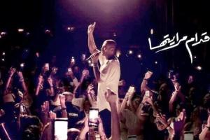 """بالفيديو.. عمرو دياب يطرح أغنية """"قدام مرايتها"""""""