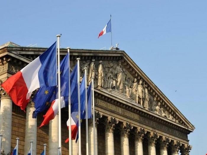 فرنسا تطالب إيران بالإفراج الفوري عن اثنين من مواطنيها المحتجزين