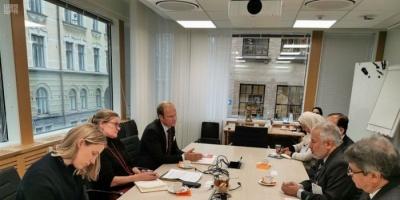 الربيعة يناقش مع مسؤول فنلندي الدعم السعودي لليمن