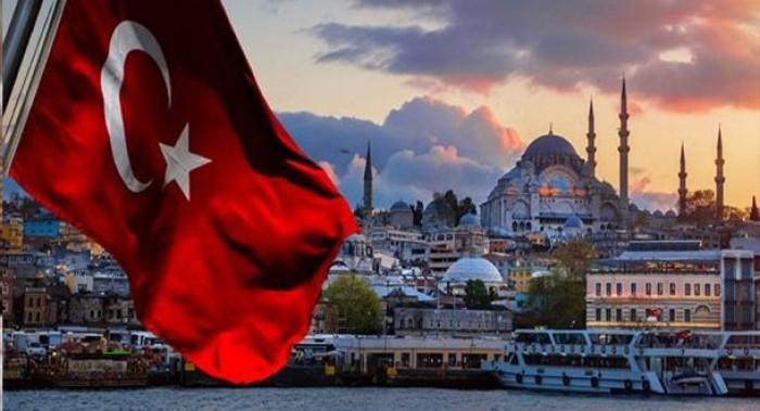 إعلامي سعودي يكشف فضيحة عن تركيا