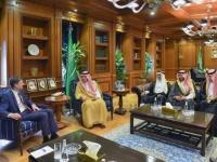 وكيل الخارجية الأمريكية يبحث في الإمارات والسعودية الأزمة اليمنية