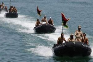البحرية الليبية تنقذ 90 مهاجرا غير شرعيًا قبالة سواحل مدينة الخمس