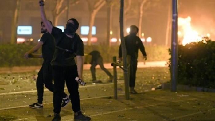رئيس إقليم كتالونيا يطالب بوقف الاشتباكات بين الشرطة والمحتجين