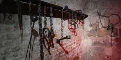 """الإضراب عن الطعام.. سلاح المختطفين """"السلمي"""" في سجون الحوثي"""