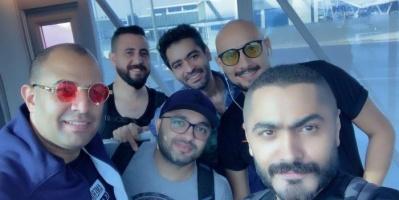 تامر حسني يستعد للسفر إلى السعودية لإحياء حفل غنائي