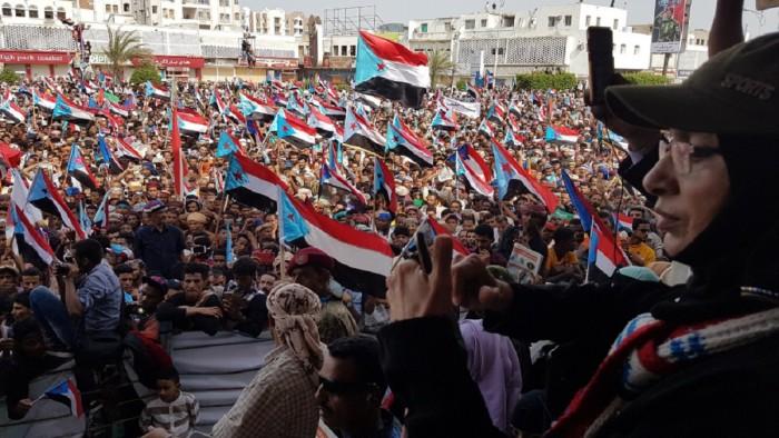 """""""جنوبٌ نحو الحرية"""".. حشود لودر تُسطِّر ملحمة تكاتف مع المجلس الانتقالي"""