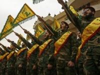 شاهد.. سيدة لبنانية تُلقن جندي من حزب الله درسًا قاسيًا