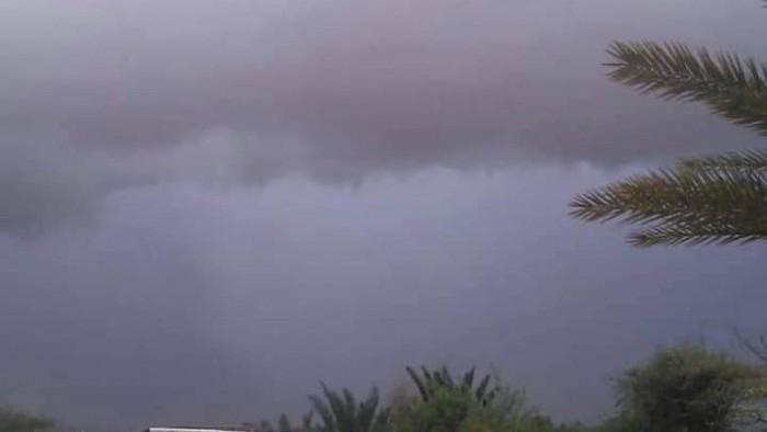 """تواصل هطول الأمطار على أجزاء من سقطرى """"صور"""""""