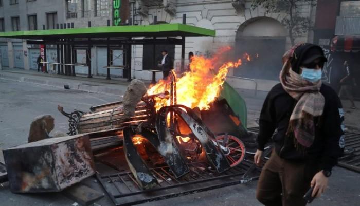 فرض حظر التجول في العاصمة التشيلية بسبب الاحتجاجات