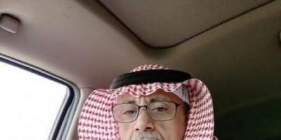 شاهد.. أبناء حضرموت ينتزعون أعلام دولة الاحتلال اليمني