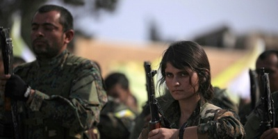 قسد تعلن سحب قواتها من المنطقة الحدودية مع تركيا