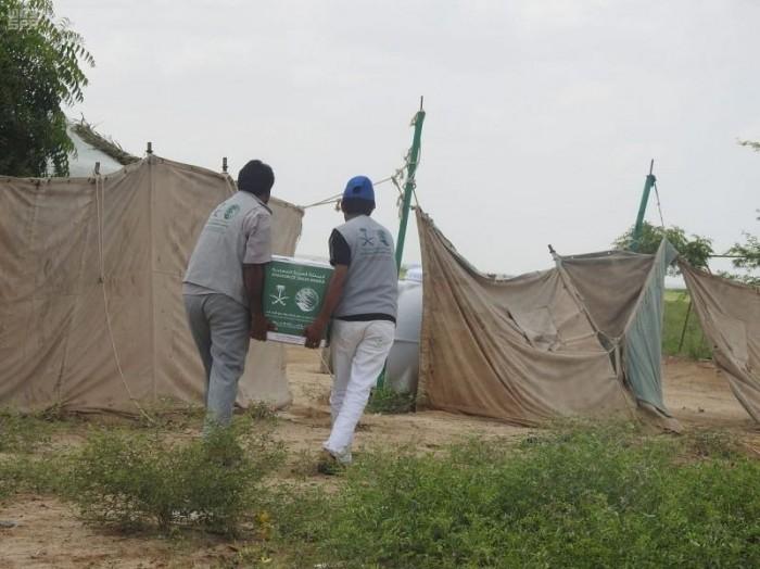 سلال غذائية من السعودية لسكان المناطق المحاذية لصعدة
