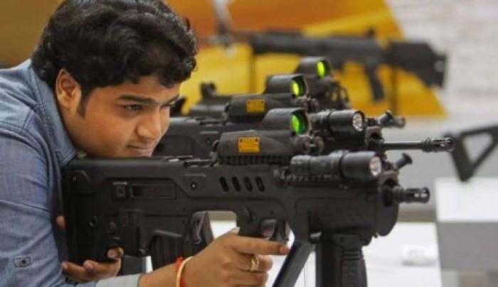 معاريف: 80% من أسلحة عرب إسرائيل مهربة من مستودعات الجيش الإسرائيلي