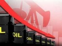 النفط يتهاوى بفعل توقعات ضعف الطلب ومخاوف بشأن الإمدادات