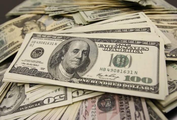 الدولار  يتراجع لأدنى مستوى له منذ 2018