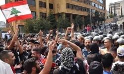هكذا رد المتظاهرون اللبنانيون على إصلاحات الحريري