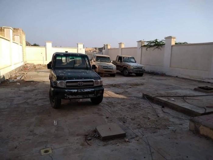 قوات الحزام الأمني تسيطر على 3 أطقم عسكرية لمليشيات الإخوان