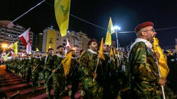 كاتب سعودي: حزب الله وحركة أمل يُحاولان إعادة النعرات الطائفية بلبنان