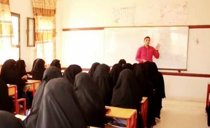 بدعم إماراتي..توفير عدد من المدرسين لسد النقص في الكادر التعليمي بسقطرى