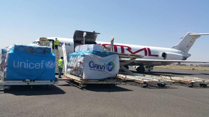 وصول أكثر من 13 طن لقاحات متعددة لمطار صنعاء