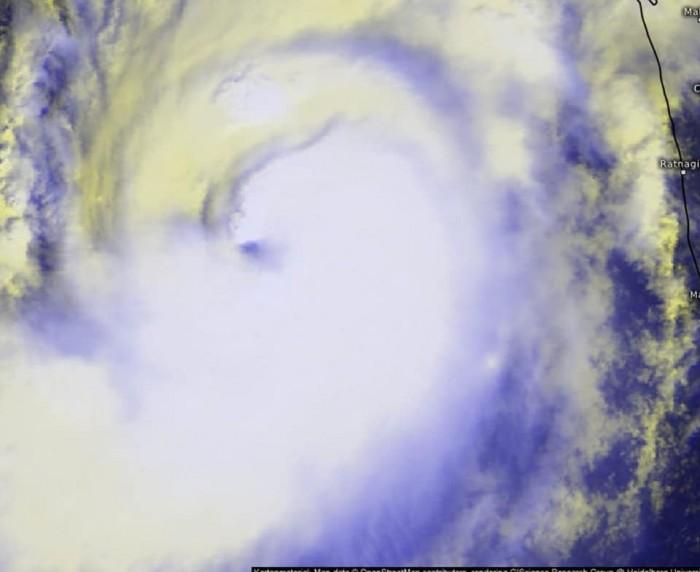 أول صور لإعصار كيار بعد تشكله داخل بحر العرب