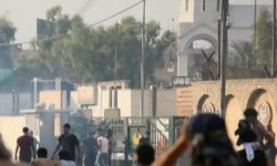 متظاهرون يحاصرون القنصلية الإيرانية بالعراق ويرددون هتافات مناهضة لطهران