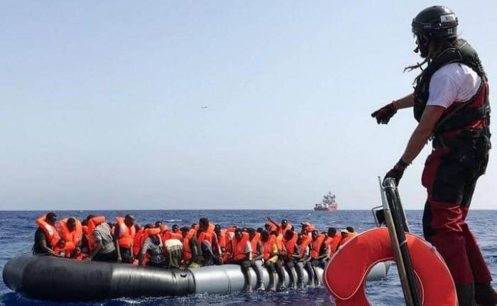 منظمة: إنقاذ 90 مهاجراً كانوا على متن قارب نجاة قرب السواحل الليبية