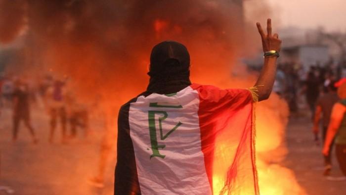 العراق.. محتجون يشعلون النار في 5 مقار تابعة للحشد الشعبي