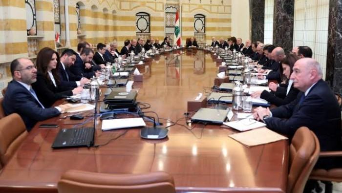 إعلامي أردني عن عدم استقالة حكومة لبنان: نهب البلد السبب!