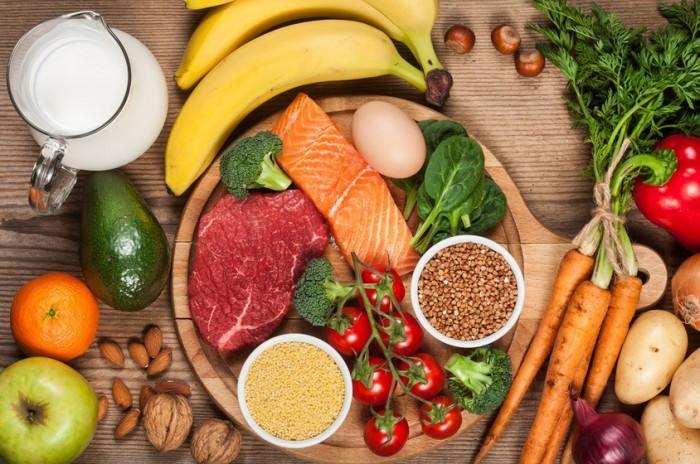 خبراء ينصحون.. الأكل الصحي يمنع تفاقم الأمراض المزمنة