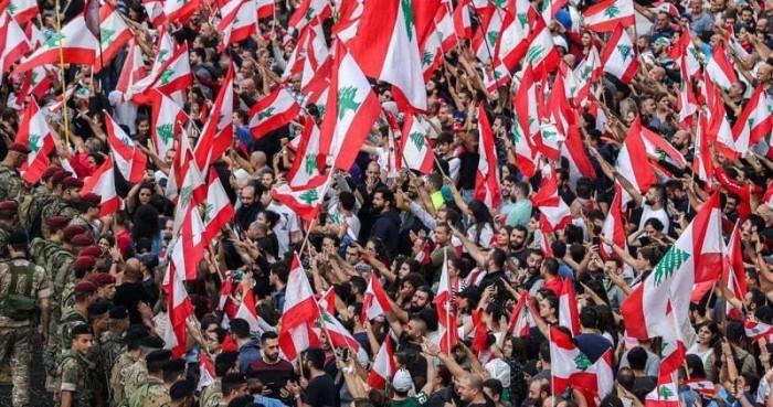 المحتجون في لبنان: سنوقف الإضراب وسننهي قطع الطرقات